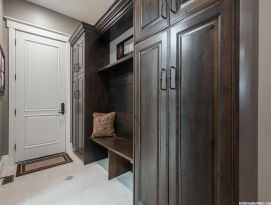 Mud room with lockers and bench with shelf